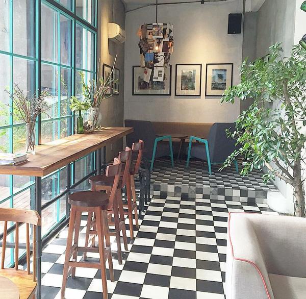 9 quán cafe nền gạch hoa cực nghệ ở Sài Gòn mà bạn nên ghé qua... chụp hình - Ảnh 32.