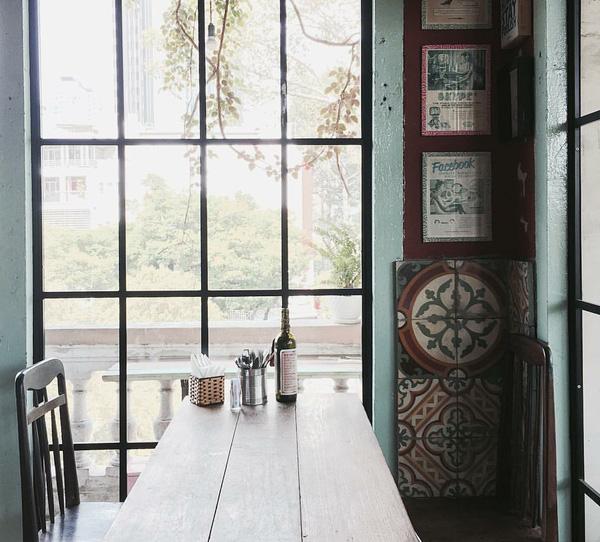 9 quán cafe nền gạch hoa cực nghệ ở Sài Gòn mà bạn nên ghé qua... chụp hình - Ảnh 20.